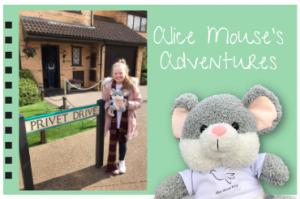 Mini Alice Mouse visits London